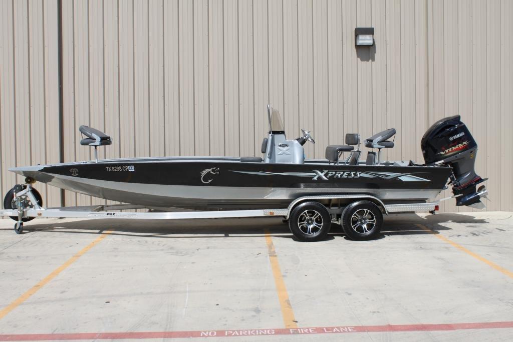 2015 Xpress H24B bay boat w/Yamaha VMAX 250 SHO! Under 40hrs